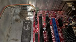 Ļoti putekļains dators, kas sen nav tīrīts