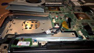 Iztīrīts portatīvā datora ventilators un radiators