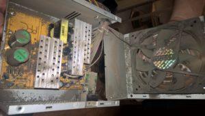 Putekļains stacionārais dators